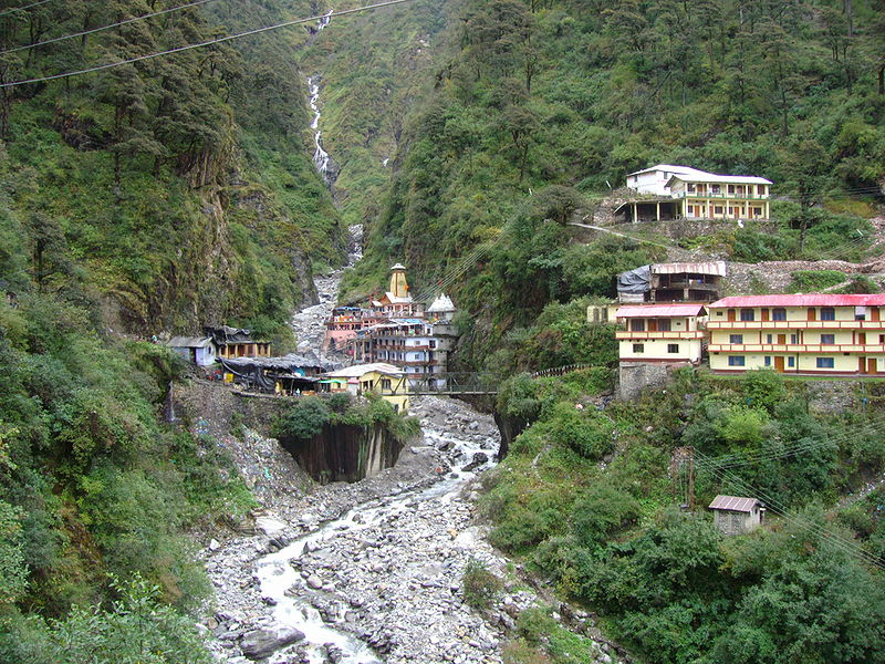 800px-Yamunotri_temple_and_ashram