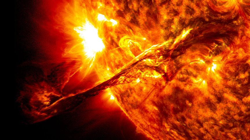 1280px-Giant_prominence_on_the_sun_erupted