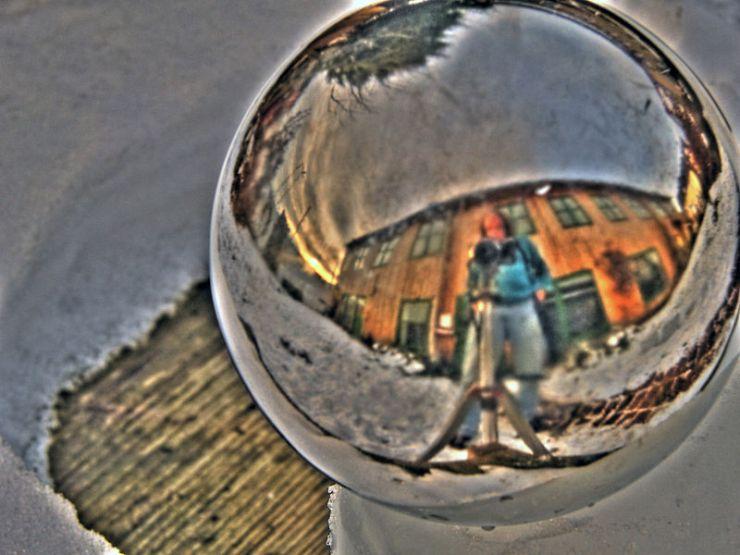 800px-Mirror_Sphere