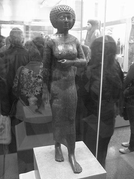 Statue_of_the_princess_-_priestess_Takushit_(4334574410)