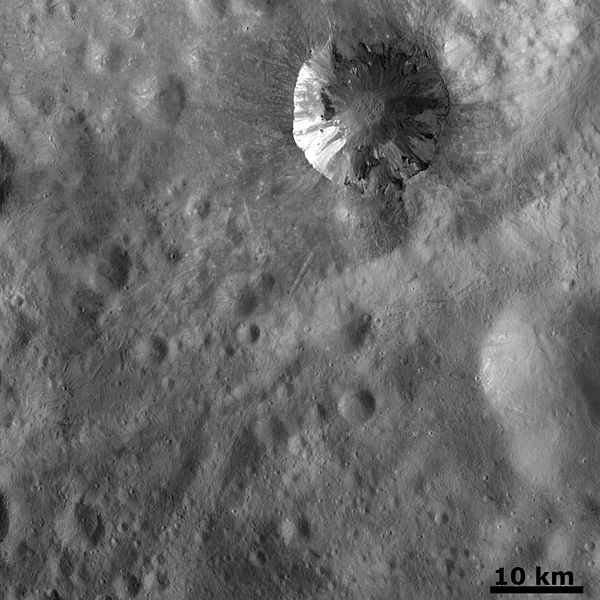 600px-Fresh_crater_on_the_surface_of_Vesta_photographied_by_NASA's_Dawn_spacecraft_OTD_63_full