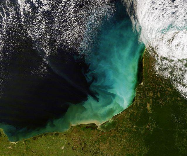 720px-Sediment_off_the_Yucatan_Peninsula