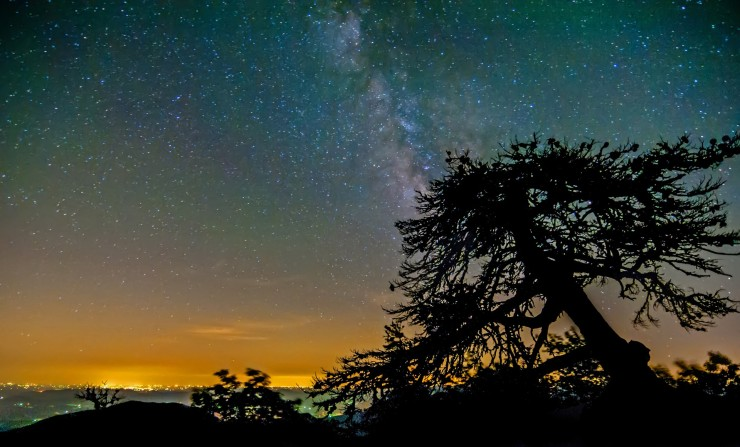night-sky-in-mountains