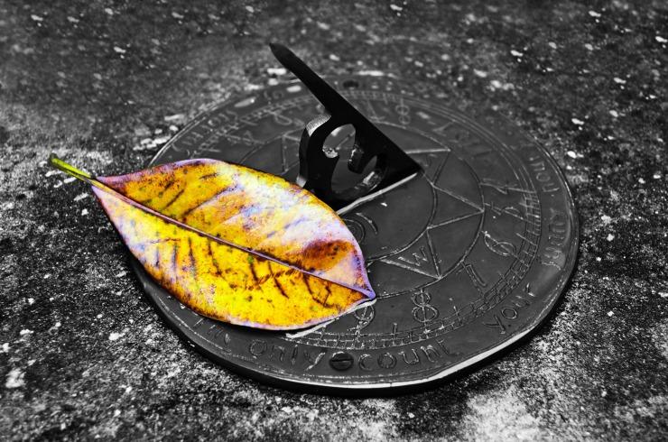 old-sundial-13419971216Ir